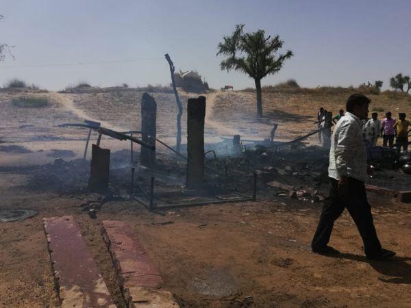 घरवालों की चिल्लाने और रोने की आवाज सुनी तो दौड़करमौके पर पहुंचे ग्रामीण। - Dainik Bhaskar