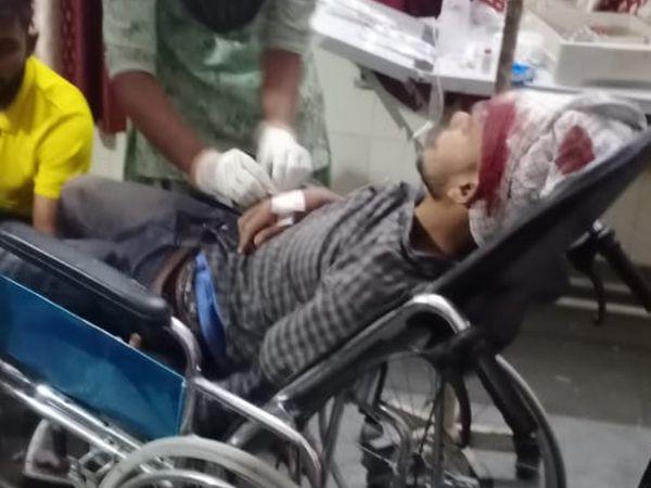 घायल को इलाज के लिए अस्पताल में भर्ती करवाया गया।