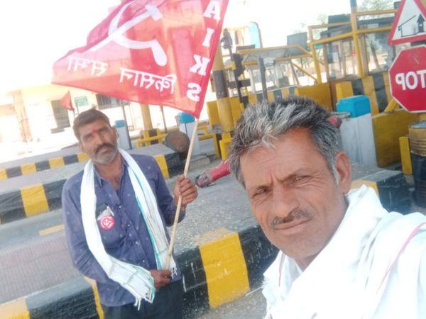 परबतसर के मंगलाना में टोल नाके पर किसान सभा का धरना। - Dainik Bhaskar
