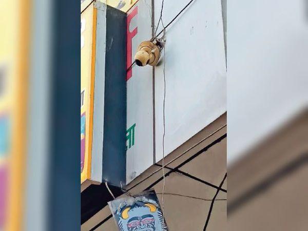 गोहाना, छोटूराम चौक पर लगा सीसीटीवी कैमरा। - Dainik Bhaskar