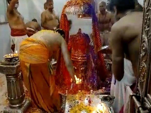 महाकाल मंदिर में भस्म आरती के बाद होली का त्योहार मनाया गया। - Dainik Bhaskar