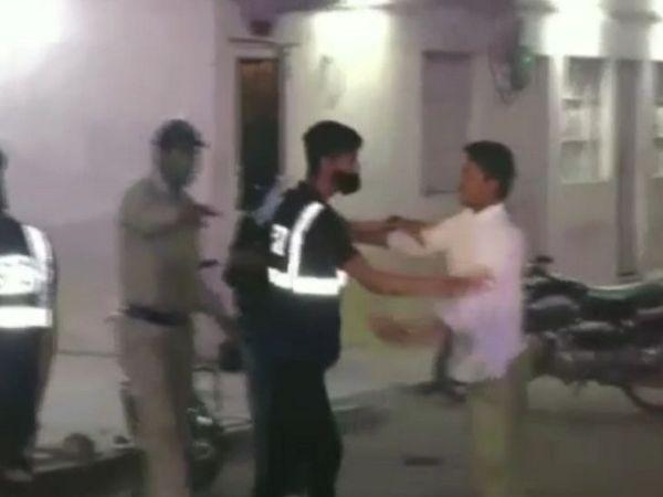 नगर सुरक्षा समिति के सदस्यों ने युवक को रोकर चालान के रुपए नहीं भरने पर पीटा। - Dainik Bhaskar