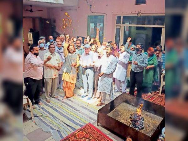 भगवान श्री परशुराम मंदिर में हवन के साथ होली मिलन कार्यक्रम मनाया। - Dainik Bhaskar