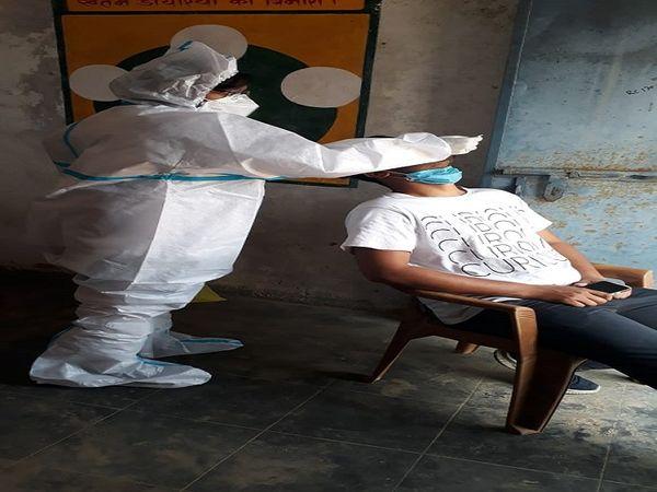 दुर्ग जिले में कोरोना के संक्रमण पर ब्रेक नहीं लग पा रही हैं। होली के दिन भी 509 लोग संक्रमित मिले हैं। - Dainik Bhaskar