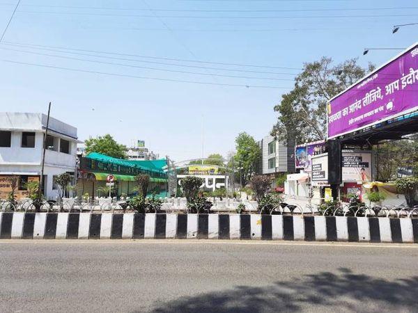 इंदौर में छप्पन दुकान का इलाका भी सूना पड़ा रहा।
