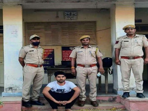 जयपुर पुलिस ने आरोपी युवक को जैसलमेर के पोकरण से गिरफ्तार किया है। - Dainik Bhaskar
