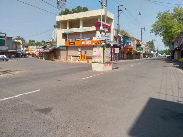 खंडवा में मुख्य बाजार पर भीड़ नहीं दिखी।