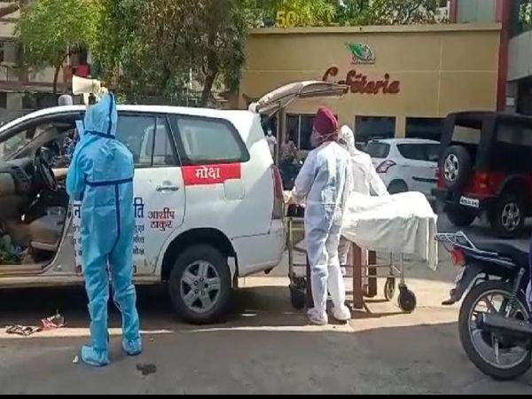 पिछले 48 घंटे में विभिन्न असपतालों में इलाजरत 17 लोगों ने दम तोड़ा। प्रशासन के आंकड़े में सिर्फ चार की गई जान। - Dainik Bhaskar