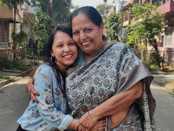 कोलकाता की रहने वाली याशी चौधरी अपनी नानी मंजू पोद्दार के साथ मिलकर मिठाइयों का बिजनेस कर रही हैं। - Dainik Bhaskar