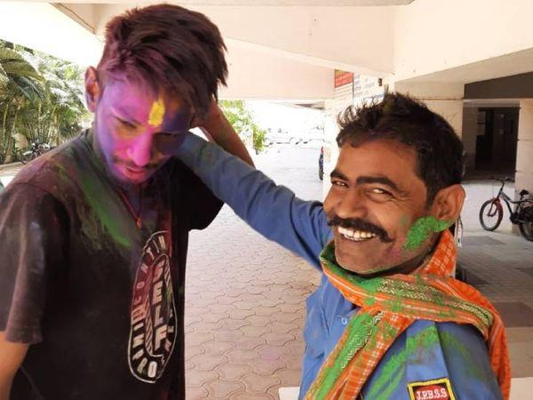 इंदौर में होली के रंग