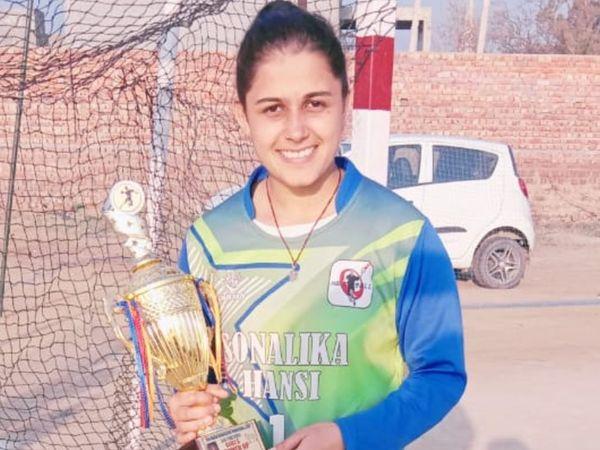 नेशनल स्तरीय हैंडबॉल खिलाड़ी तमन्ना। - Dainik Bhaskar
