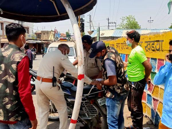 हुड़दंगियों से निपटने पुलिस ने 6 चेकिंग पॉइंट बनाए। 4 घंटे में 48 चालान काटे। - Dainik Bhaskar