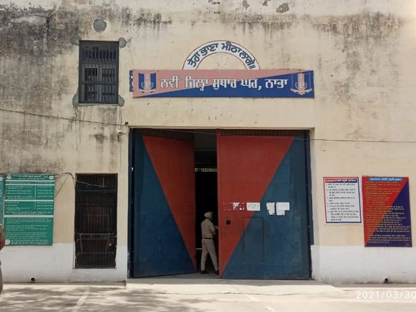 नाभा की नई जेल में करीब 700 कैदी बंद हैं जिनमें 102 महिला कैदी हैं।