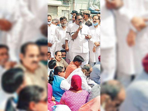 कार्यकर्ताओं को संबोधित करते हुए भारतीय जनता पार्टी के नेता। - Dainik Bhaskar