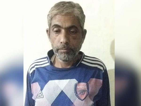 पुलिस गिरफ्त में आरोपी। जिसे चूरू जेल भेज दिया गया। - Dainik Bhaskar