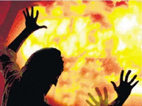 भोपाल में बीते चौबीस घंटों के दौरान होली के नाम पर लड़कियों से छेड़छाड़ और मारपीट की गई। - प्रतीकात्मक फोटो - Dainik Bhaskar