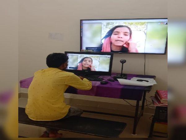 भाईदूज के अवसर पर सेन्ट्रल जेल में भाई-बहन की ऑनलाइन मुलाकत कुछ इस तरह हुई - Dainik Bhaskar
