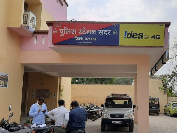 पुलिस यह जांच कर रही है कि आखिर आरोपियों ने नरेंद्र को क्यों पीटा, जिससे उसकी मौैत हो गई। - Dainik Bhaskar