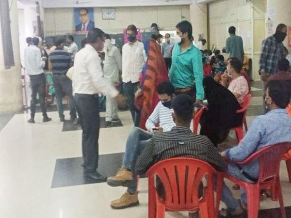 कलेक्ट्रेट सहित सभी रजिस्ट्री कार्यालय में भीड़ नजर नहीं आई। - Dainik Bhaskar