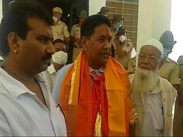 राजसमंद से कांग्रेस पार्टी के प्रत्याशी तनसुख बोहरा ने नामांकन पत्र किया दाखिल।