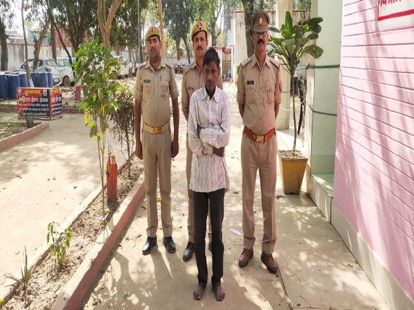 उत्तर प्रदेश के अयोध्या जिले के रौनाही में एक पति ने खाना बनाने के विवाद को लेकर चाकू से पत्नी पर हमला कर दिया। आनन फानन में उसे अस्पताल ले जाया गया जहां उसकी मौत हो गई। - Dainik Bhaskar