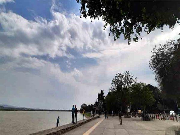शहर में सुबह ठंडी हवा चलती है तो दोपहर के बाद गर्मी बढ़ रही है। फाइल फोटो - Dainik Bhaskar