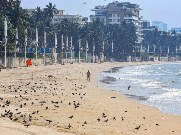 होली पर मुंबई के समुद्री किनारों पर खासी भीड़ रहती है, लेकिन इस बार यहां सन्नाटा पसरा रहा।