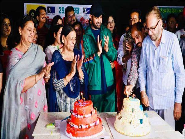 पंजाबी सिनेमा दिवस के मौके 86 साल पूरे होने पर सादा कार्यक्रम मनाया गया। इस मौके कई कलाकार पहुंचे। - Dainik Bhaskar