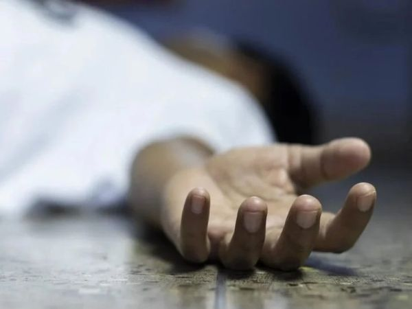 पुलिस की मौजूदगी में ही दोनों शवों को फंदे से उतारा गया था। - Dainik Bhaskar