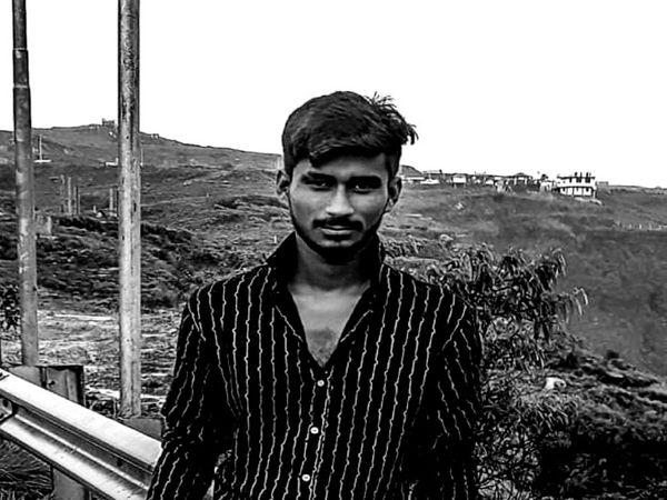 मृतक बस ड्राइवर 24 वर्षीय आकाश। - Dainik Bhaskar