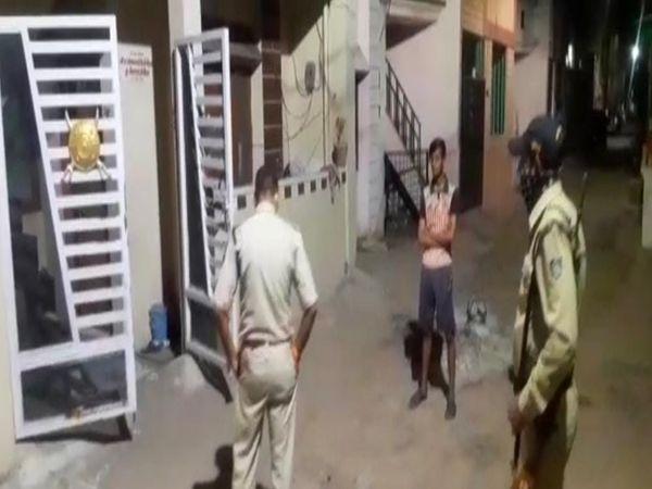 गोली चलने के बाद  सीएसपी घटना स्थल पर पहुंचे - Dainik Bhaskar