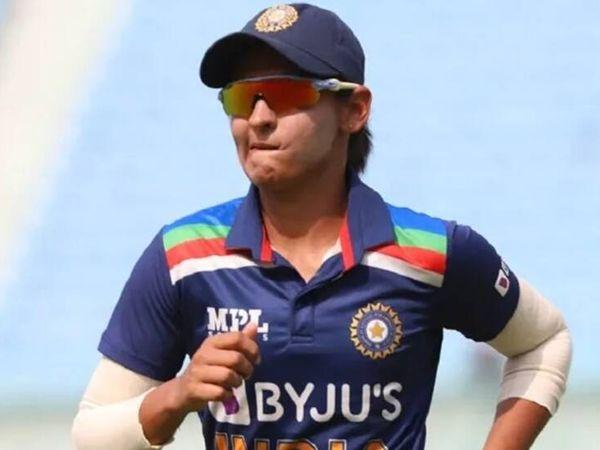 हरमनप्रीत कौर हाल ही में दक्षिण अफ्रीकी टीम के साथ खेली गई वन-डे सीरीज में टीम का हिस्सा थीं, लेकिन पांचवें मैच में चोटिल होने की वजह से टी-20 सीरीज नहीं खेल पाई थीं। - Dainik Bhaskar