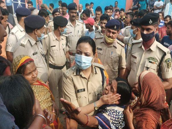 घटना के बाद भागलपुर SSP बरारी थाने पहुंचीं।