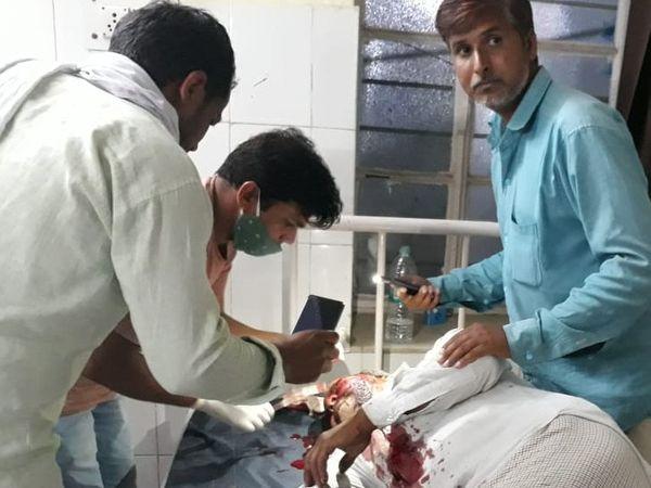 अस्पताल में घायल खून से लथपथ। - Dainik Bhaskar