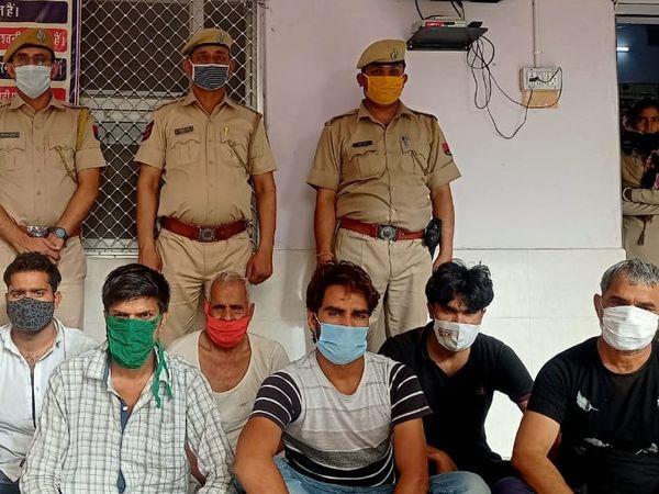 पुलिस ने 7 आरोपियों को गिरफ्तार किया है। बदमाशों ने 24 मार्च को देवकरण नाम के युवक का घर से अपहरण कर लिया था। - Dainik Bhaskar