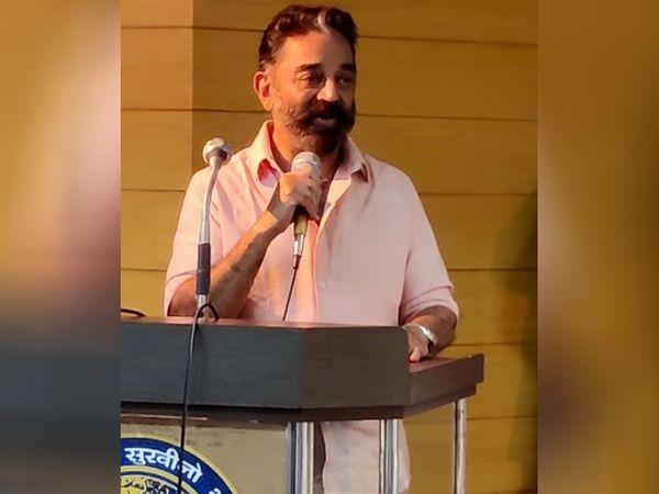 कोयंबटूर के राजस्थान भवन में एक सभा के दौरान मक्कल निधि मय्यम पार्टी के प्रमुख कमल हासन। वे कोयंबटूर साउथ से मैदान में हैं।
