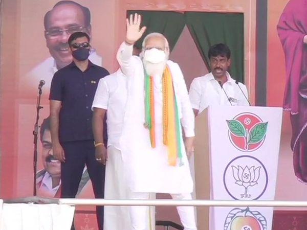 प्रधानमंत्री नरेंद्र मोदी ने तमिलनाडु के धारापुरम में जनता को संबोधित किया। इस दौरान उन्होंने कांग्रेस और DMK पर जमकर निशाना साधा।