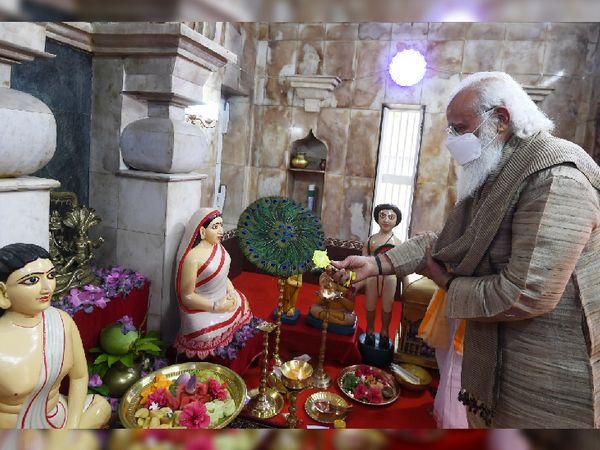 PM मोदी 26 मार्च को दो दिन की बांग्लादेश यात्रा पर पहुंचे थे। इस दौरान उन्होंने मतुआ समुदाय के मंदिर ओराकांडी का भी दौरा किया था। - Dainik Bhaskar