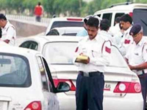 मास्क नहीं पहनने वाले 730 लोगों के चालान किए गए, जबकि थूकने पर तीन लोगाें के खिलाफ कार्रवाई हुई। साेशल डिस्टेसिंग के भी 09 चालान काटे गए। - Dainik Bhaskar