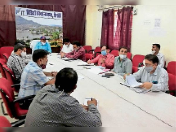 सिरोही. मुख्यमंत्री चिरंजीवी स्वास्थ्य बीमा योजना को लेकर कलेक्टर ने वीसी के जरिए अधिकारियों को निर्देश दिए। - Dainik Bhaskar