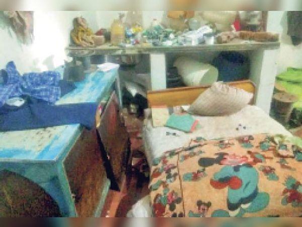 आबूरोड. कृषि मंडी के बाहर एक दुकान पर चोरों ने वारदात को अंजाम दिया। - Dainik Bhaskar