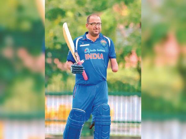 गांव नंगल ढाणी निवासी दिव्यांग क्रिकेट खिलाड़ी रविंद्रपाल कंबोज। - Dainik Bhaskar