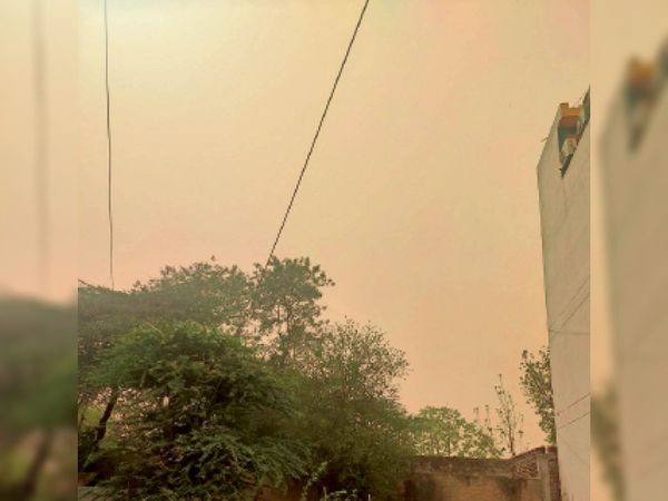 आसमान में छाया धूल का गुबार - Dainik Bhaskar
