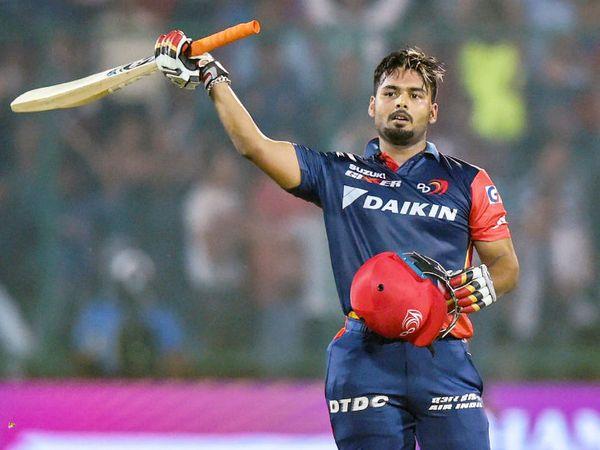 पंत ने IPL में अब तक एक सेंचुरी लगाई है। उन्होंने 2018 में सनराइजर्स हैदराबाद के खिलाफ 63 गेंदों पर 128 रन की पारी खेली थी। हालांकि, यह मैच दिल्ली हार गई थी। हैदराबाद की ओर से धवन ने नाबाद 92 रन और केन विलियम्सन ने 83 रन बनाकर मैच जिताया था।