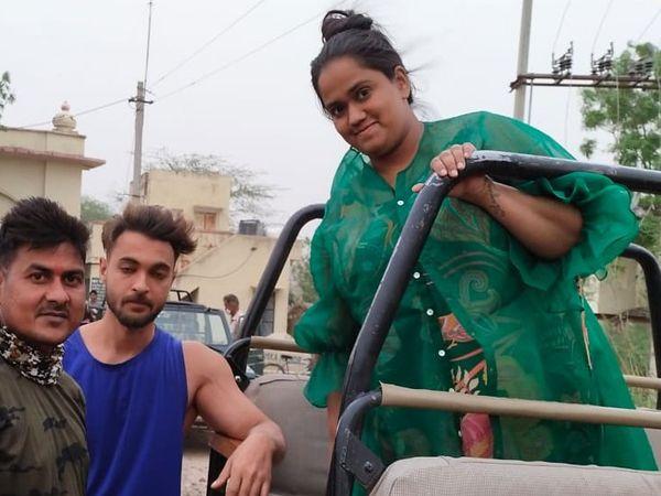 सलमान खान की बहिन अर्पिता व उनका पति। सरिस्का में सफारी के दौरान।