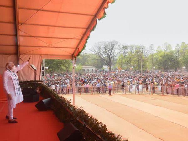 पिछले महीने प्रधानमंत्री ने खड़गपुर में रैली की थी। उन्होंने यहां पांच बार बांग्ला बोला था। और बंगाली अस्मिता का मुद्दा उठाया था।