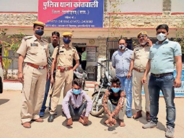 सड़कों पर महिलाओं से पर्स लूटकर भागने वाली गैंग के दो बदमाश पुलिस के हत्थे चढ़ गए है। - Dainik Bhaskar