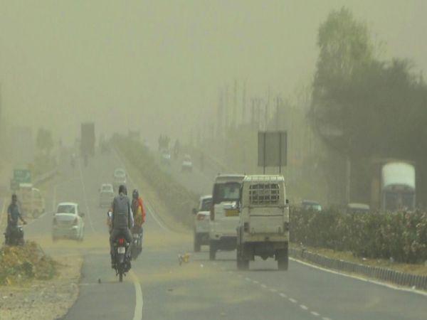 सीकर, रामू का बास के पास छाया धूल का गुबार। - Dainik Bhaskar