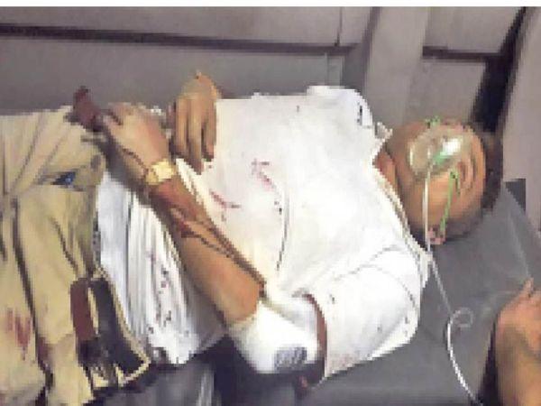 कल्याणपुर. जानलेवा हमले में घायल सरपंच। - Dainik Bhaskar