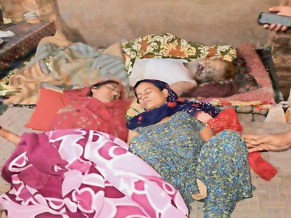 कमरे में दो चारपाई पर मिली पिता व बेटी की लाश। अचेत मिली थी बड़ी बेटी। - Dainik Bhaskar